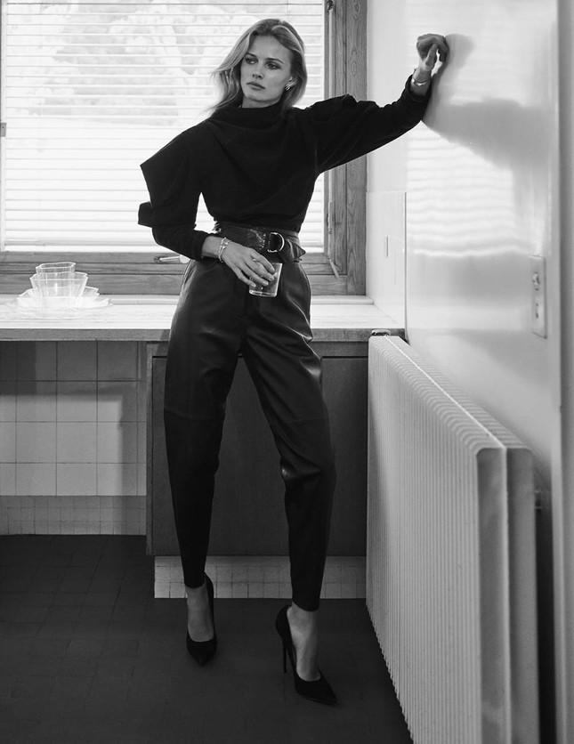 Mê đắm đôi chân dài và đường cong tuyệt mỹ của Edita Vilkeviciute ảnh 5
