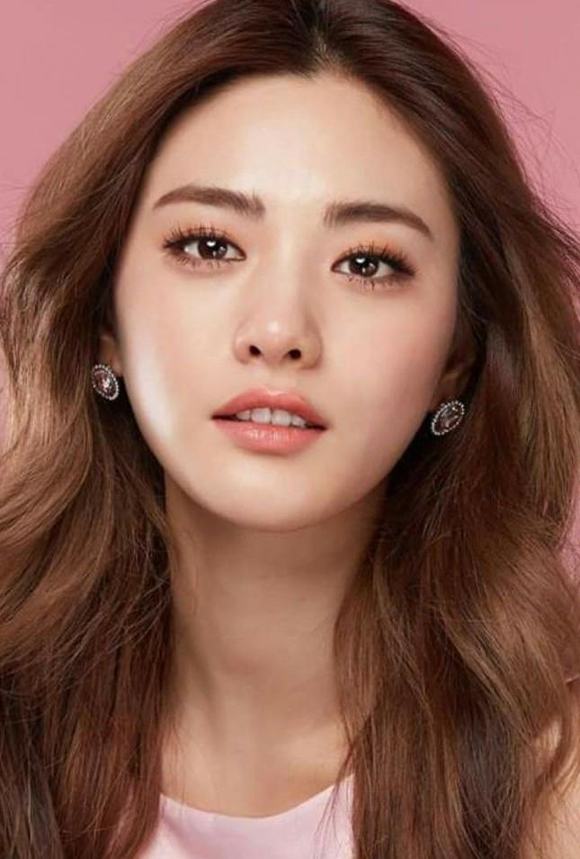 Nhan sắc gây tranh cãi của ca sĩ Hàn được bình chọn đẹp nhất thế giới ảnh 12