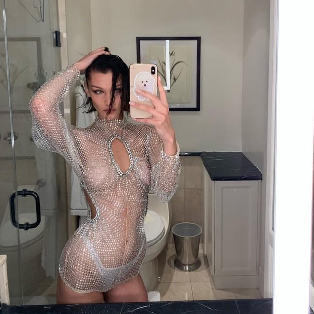 Bella Hadid mặc xuyên thấu tôn đường cong 'nảy lửa' ảnh 2