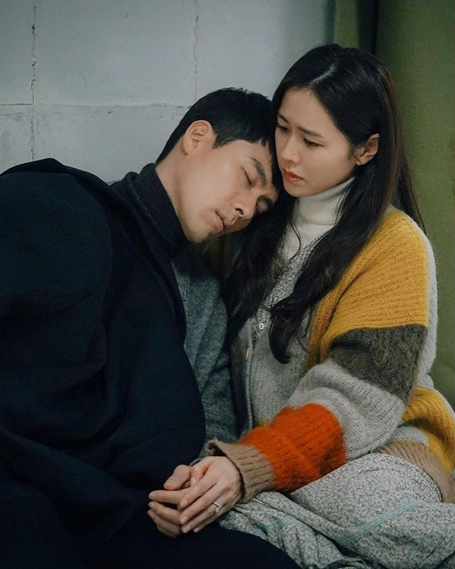 Phía Hyun Bin nói gì về tin đồn 'săn gái' và hẹn hò bạn diễn Son Ye Jin? ảnh 7