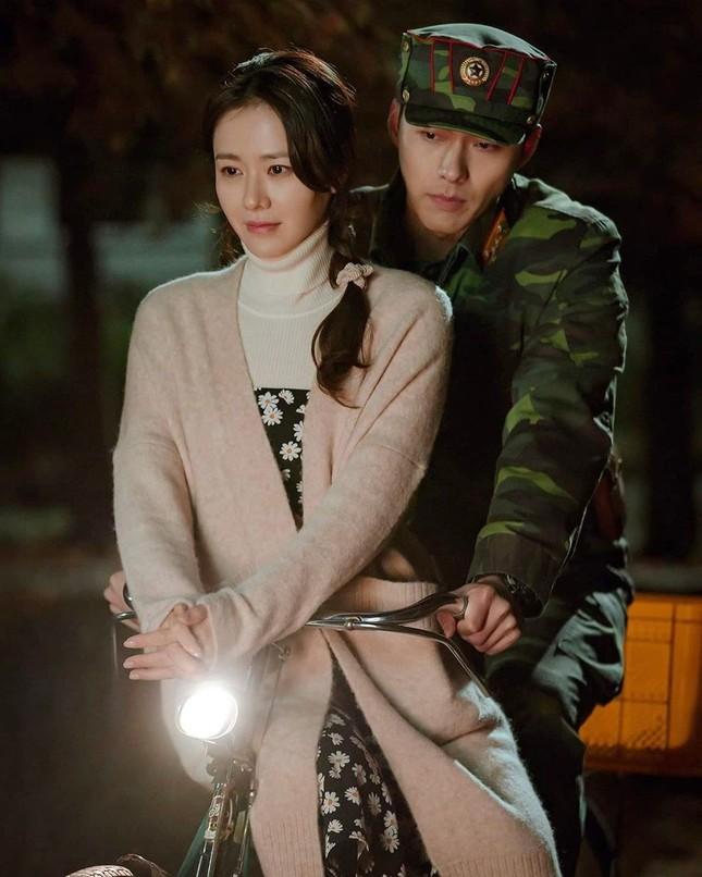 Phía Hyun Bin nói gì về tin đồn 'săn gái' và hẹn hò bạn diễn Son Ye Jin? ảnh 8