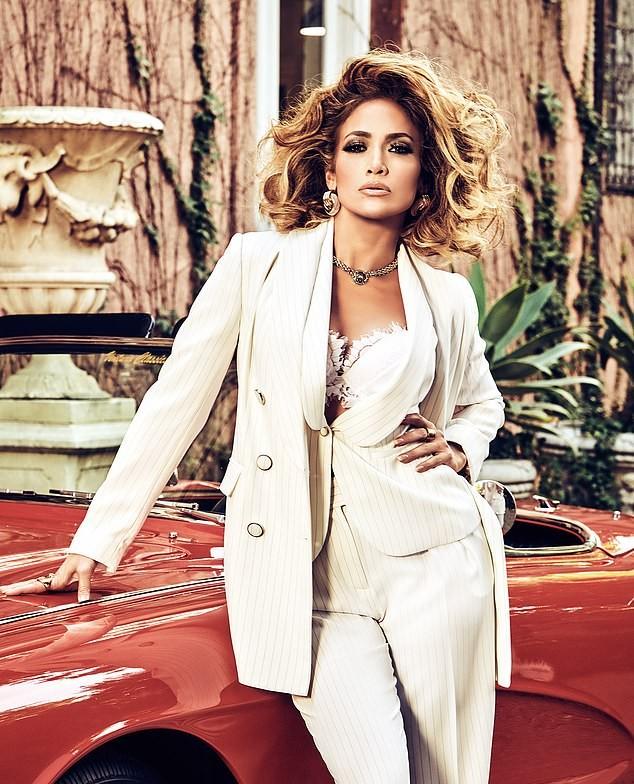 Jennifer Lopez 50 tuổi trẻ đẹp đầy mê hoặc với đường cong 'nảy lửa' ảnh 2