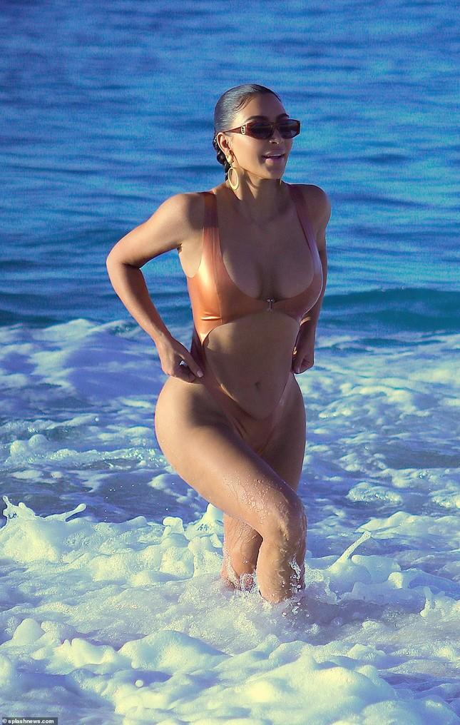 Kim Kardashian nóng bỏng đến 'nghẹt thở' trên biển Mexico ảnh 5