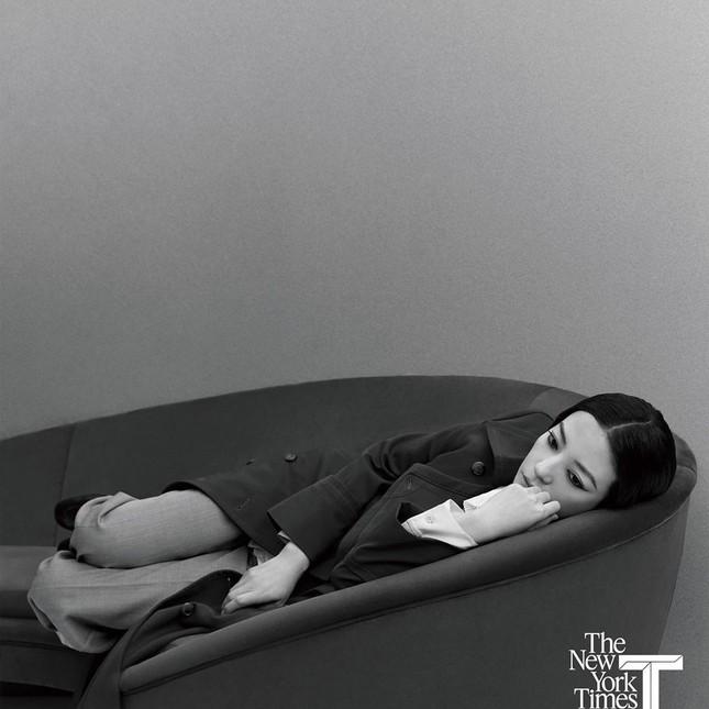 Triệu Vy đẹp ma mị ở tuổi 43, bất ngờ tái ngộ trai đẹp 'Tân dòng sông ly biệt' ảnh 9