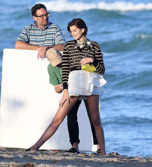 Con gái 18 tuổi của Cindy Crawford thả dáng tuyệt đẹp với bikini ảnh 9