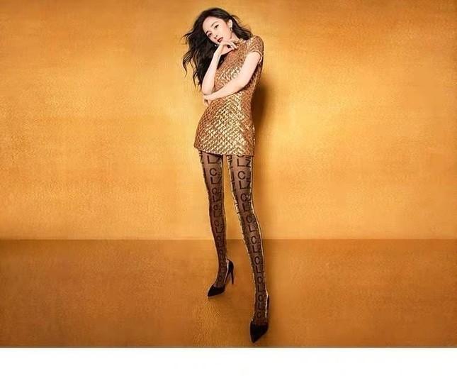 Dương Mịch váy ngắn tôn đường cong hút mắt, chân dài miên man ảnh 2