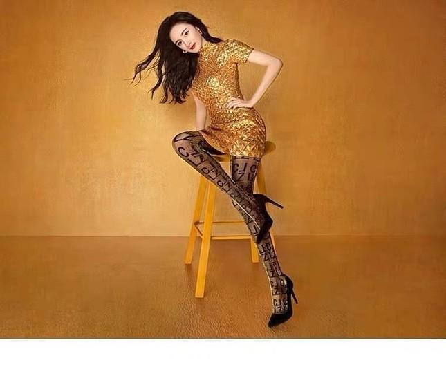 Dương Mịch váy ngắn tôn đường cong hút mắt, chân dài miên man ảnh 3