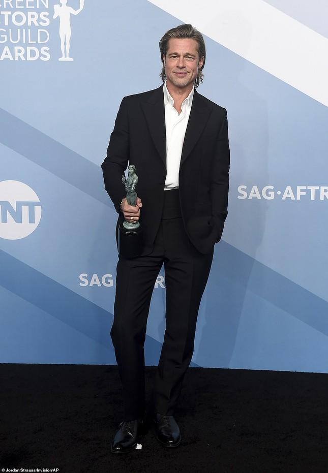 Jennifer Aniston 'quên' nội y, mừng rỡ ôm chồng cũ Brad Pitt ảnh 13
