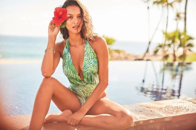 Dàn mỹ nhân chân dài Victoria's Secret dáng tuyệt đẹp trên biển ảnh 7