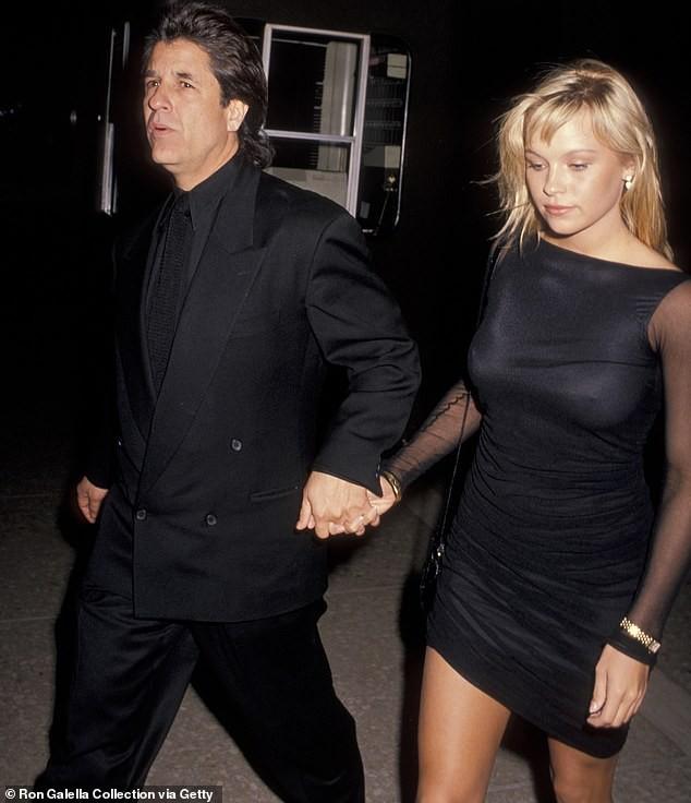 'Quả bom gợi cảm' Pamela Anderson bí mật cưới người tình 74 tuổi ảnh 12