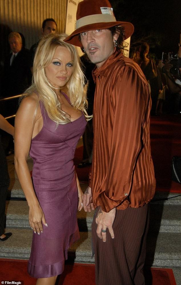 'Quả bom gợi cảm' Pamela Anderson bí mật cưới người tình 74 tuổi ảnh 15