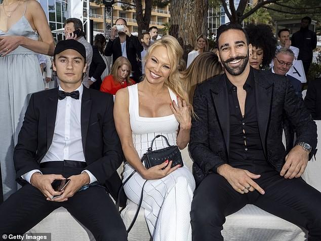 'Quả bom gợi cảm' Pamela Anderson bí mật cưới người tình 74 tuổi ảnh 16