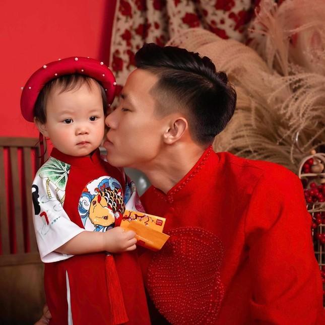 Quế Ngọc Hải, Văn Toàn và cầu thủ Việt gói bánh chưng bên gia đình ảnh 6