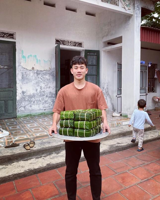 Quế Ngọc Hải, Văn Toàn và cầu thủ Việt gói bánh chưng bên gia đình ảnh 3