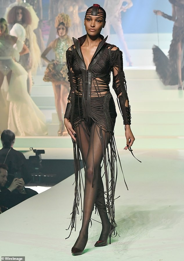 Con gái Michael Jackson đọ sắc dàn 'chân dài' cao trên 1m8 ảnh 11