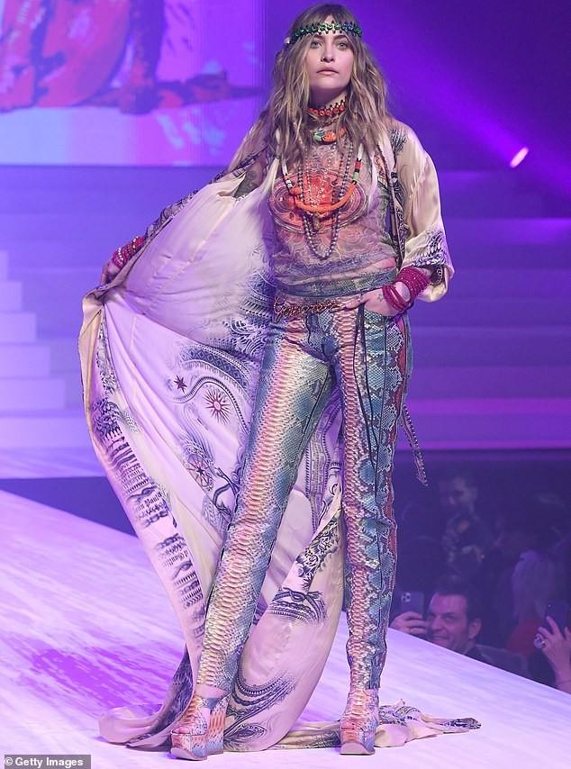 Con gái Michael Jackson đọ sắc dàn 'chân dài' cao trên 1m8 ảnh 2