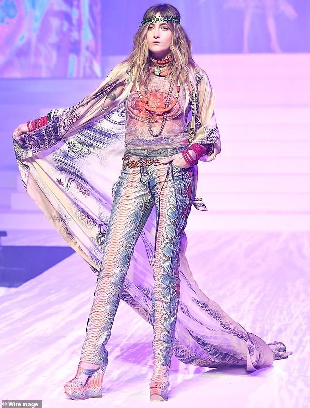 Con gái Michael Jackson đọ sắc dàn 'chân dài' cao trên 1m8 ảnh 3