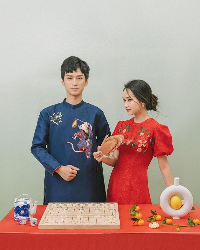 Ngạn và Hà Lan 'Mắt Biếc' diện áo dài tình tứ mừng xuân ảnh 2