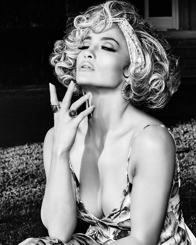 Mê mẩn sắc vóc nóng bỏng tuổi 50 của Jennifer Lopez ảnh 3