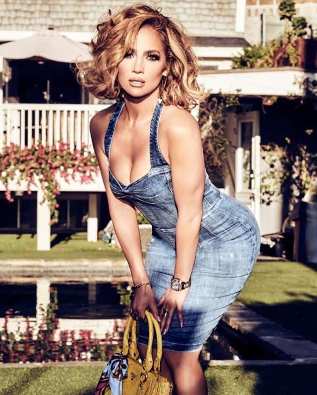 Mê mẩn sắc vóc nóng bỏng tuổi 50 của Jennifer Lopez ảnh 2