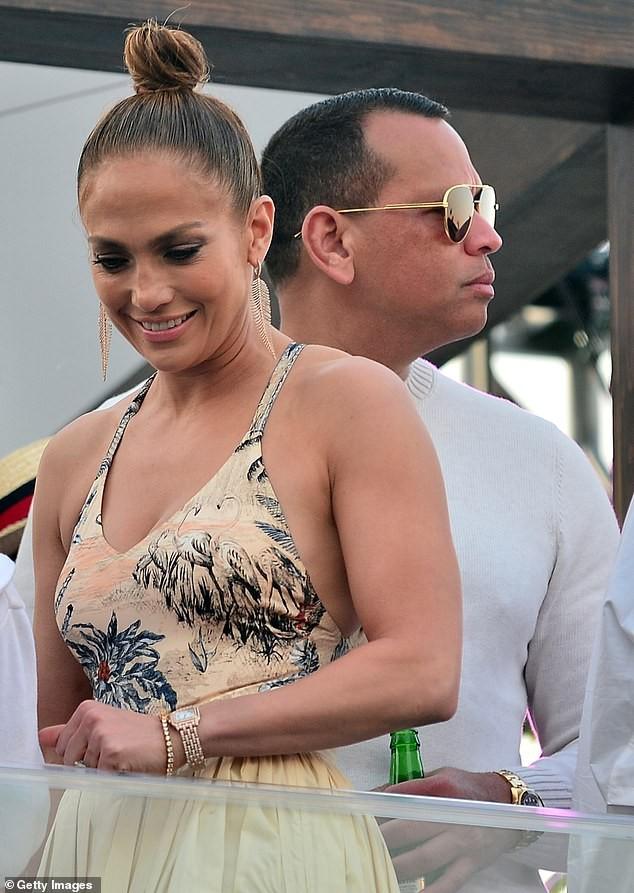 Mê mẩn sắc vóc nóng bỏng tuổi 50 của Jennifer Lopez ảnh 9