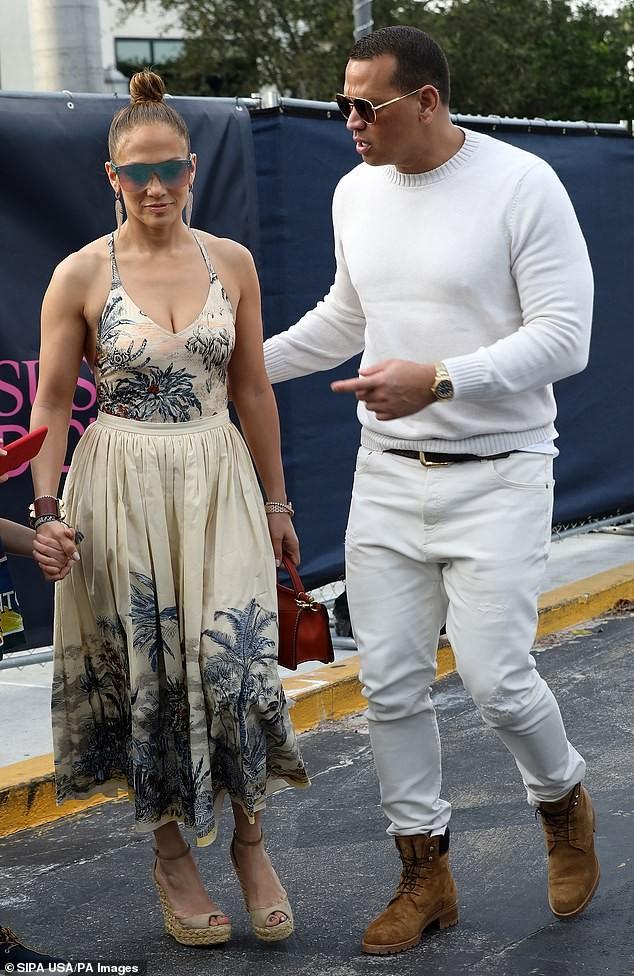 Mê mẩn sắc vóc nóng bỏng tuổi 50 của Jennifer Lopez ảnh 8