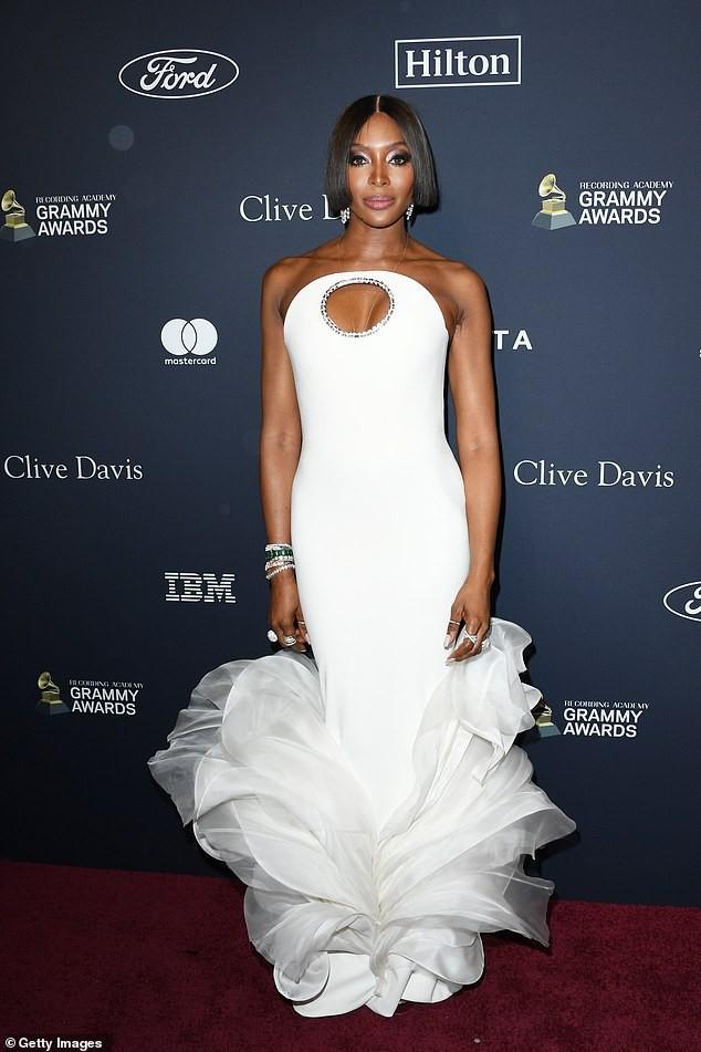 Đỏ mặt thấy nữ rapper nổi loạn Cardi B hở ngực bạo tại tiệc tiền Grammy ảnh 6