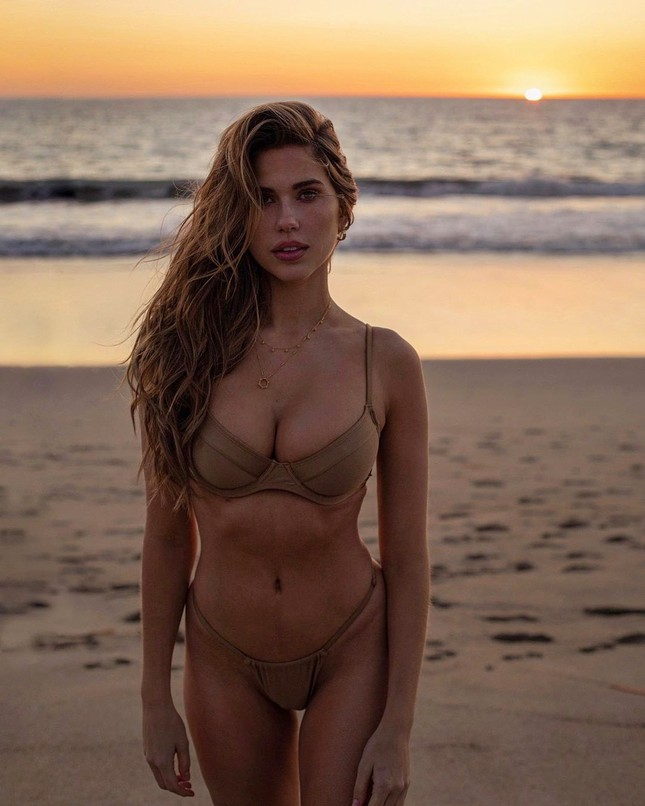 Ngất ngây dáng vóc bikini nóng bỏng của người đẹp Kara del Toro ảnh 2