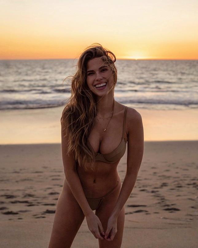 Ngất ngây dáng vóc bikini nóng bỏng của người đẹp Kara del Toro ảnh 1