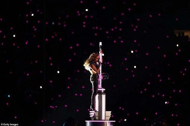 Jennifer Lopez 50 tuổi múa cột mặc bốc lửa nhảy sung ở Miami ảnh 7