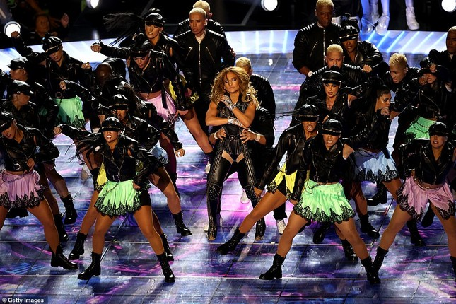 Jennifer Lopez 50 tuổi múa cột mặc bốc lửa nhảy sung ở Miami ảnh 8