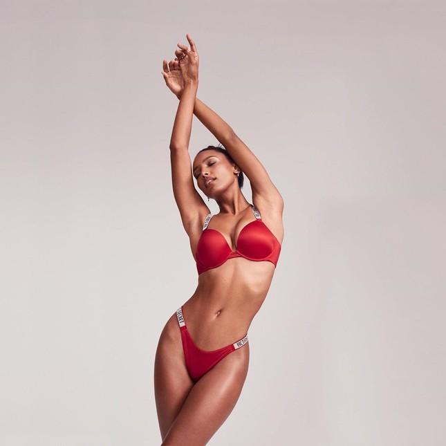 Victoria's Secret tung nội y Valentine với dàn mẫu xinh như mộng ảnh 10