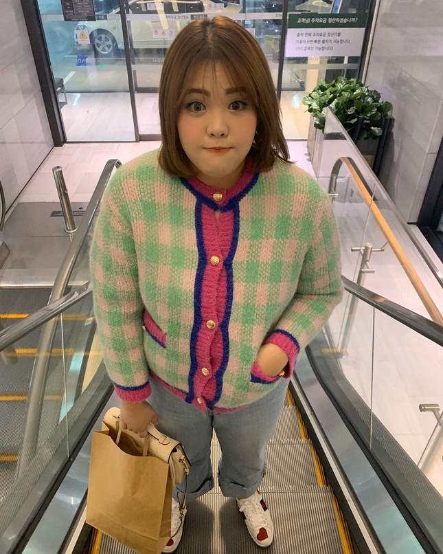 'Thánh ăn Hàn Quốc' dạo chơi Hà Nội, được nhắc đeo khẩu trang phòng corona ảnh 7