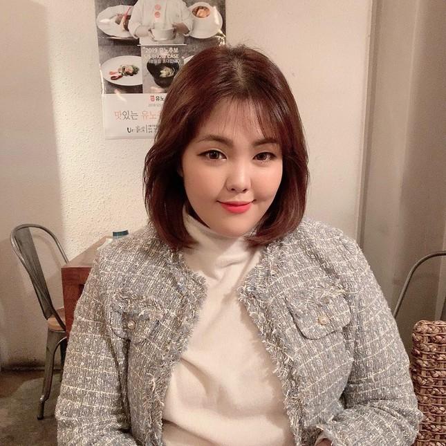'Thánh ăn Hàn Quốc' dạo chơi Hà Nội, được nhắc đeo khẩu trang phòng corona ảnh 6