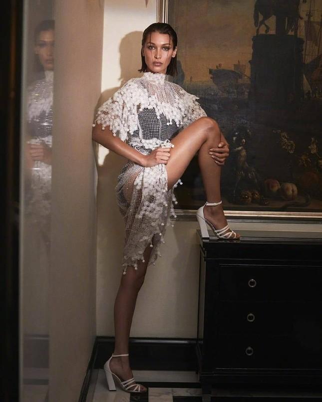 Bella Hadid nóng bỏng với sắc vóc cuốn hút mê hoặc ảnh 6