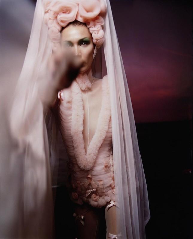 Bella Hadid nóng bỏng với sắc vóc cuốn hút mê hoặc ảnh 18
