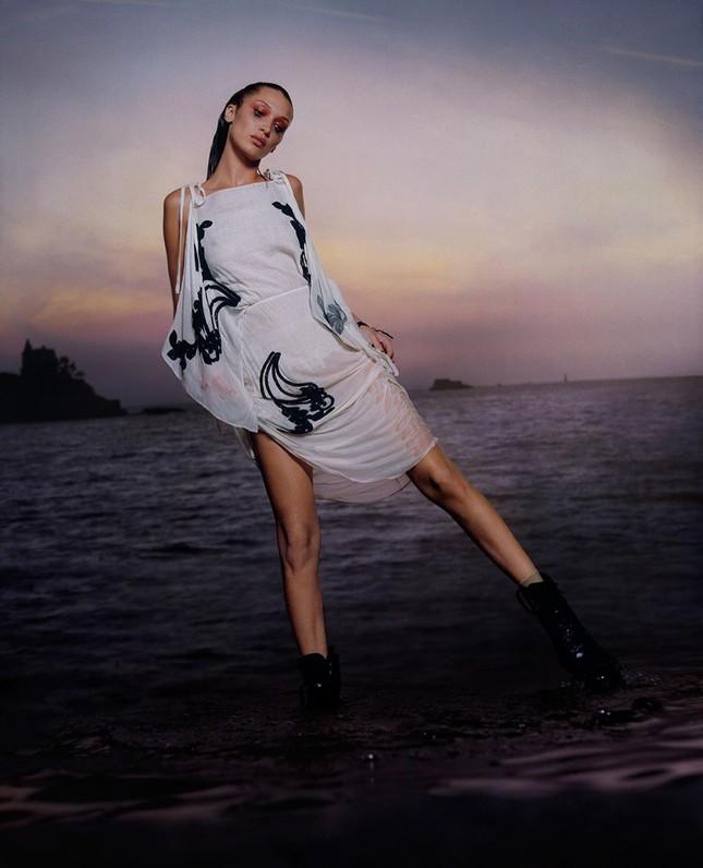 Bella Hadid nóng bỏng với sắc vóc cuốn hút mê hoặc ảnh 16