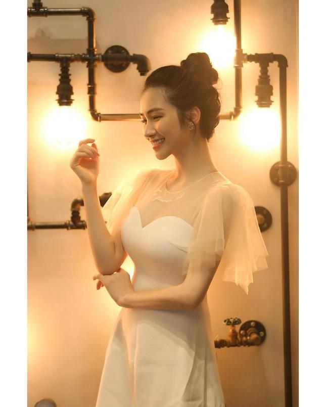 Vợ chồng Duy Mạnh, bạn gái Đức Chinh, Hòa Minzy háo hức đón Valentine ảnh 7