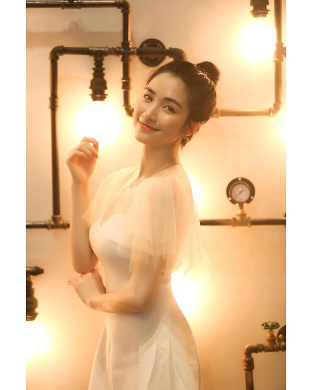 Vợ chồng Duy Mạnh, bạn gái Đức Chinh, Hòa Minzy háo hức đón Valentine ảnh 8