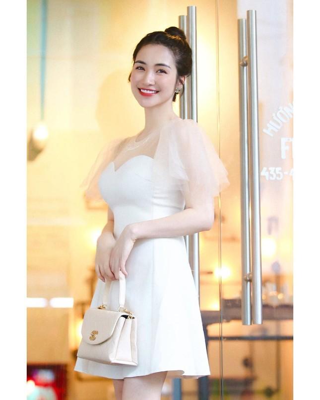 Vợ chồng Duy Mạnh, bạn gái Đức Chinh, Hòa Minzy háo hức đón Valentine ảnh 10
