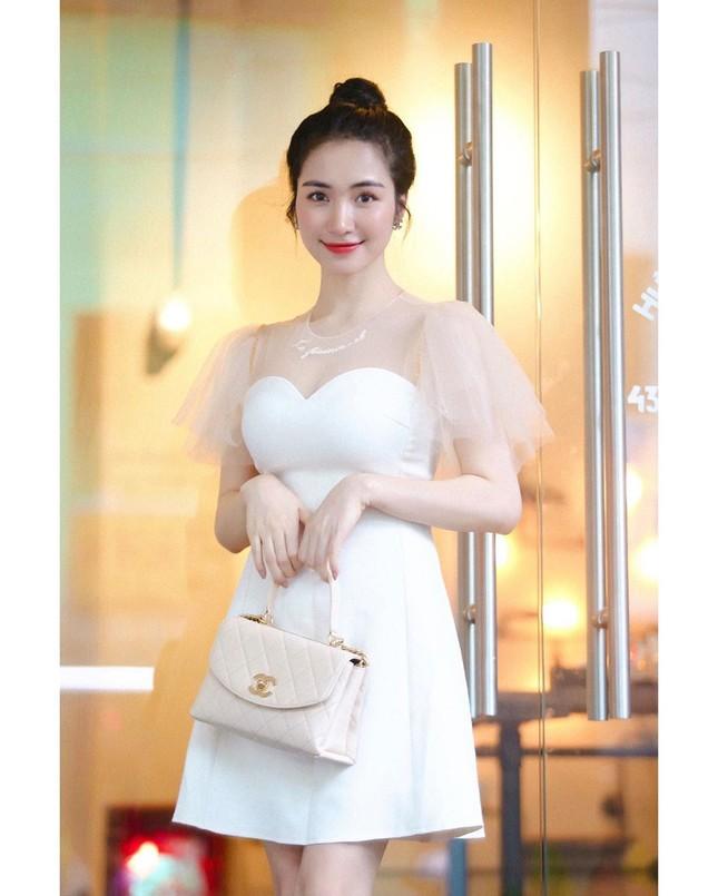 Vợ chồng Duy Mạnh, bạn gái Đức Chinh, Hòa Minzy háo hức đón Valentine ảnh 11
