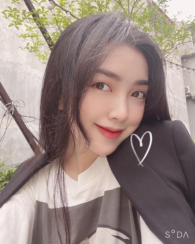 Vợ chồng Duy Mạnh, bạn gái Đức Chinh, Hòa Minzy háo hức đón Valentine ảnh 2