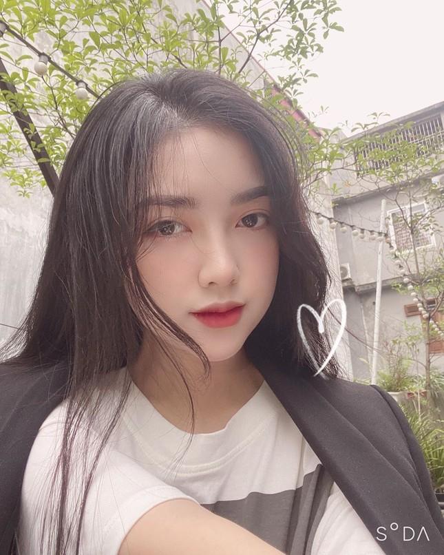 Vợ chồng Duy Mạnh, bạn gái Đức Chinh, Hòa Minzy háo hức đón Valentine ảnh 3