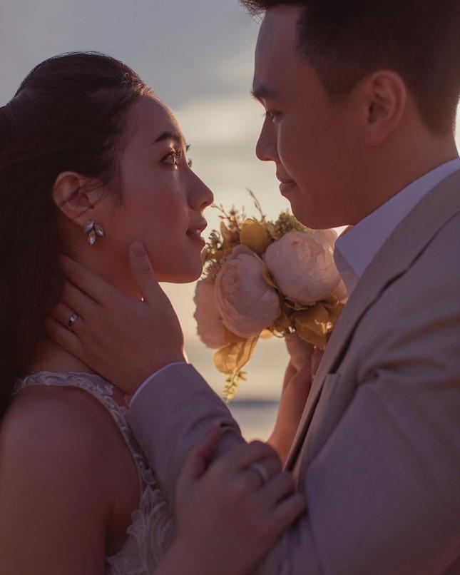 Vợ chồng Duy Mạnh, bạn gái Đức Chinh, Hòa Minzy háo hức đón Valentine ảnh 12