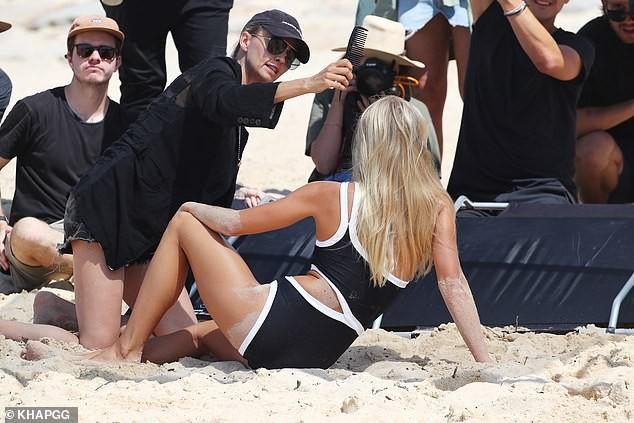 Người đẹp áo tắm Elyse Knowles rực lửa bên bờ biển Sydney ảnh 8
