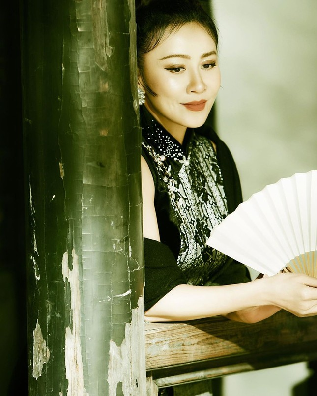 'Nữ hoàng màn ảnh' Lưu Gia Linh U60 vẫn quyến rũ lạ kỳ ảnh 8