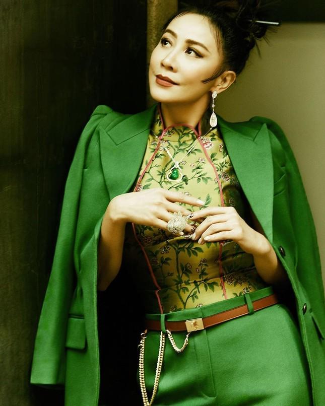 'Nữ hoàng màn ảnh' Lưu Gia Linh U60 vẫn quyến rũ lạ kỳ ảnh 3