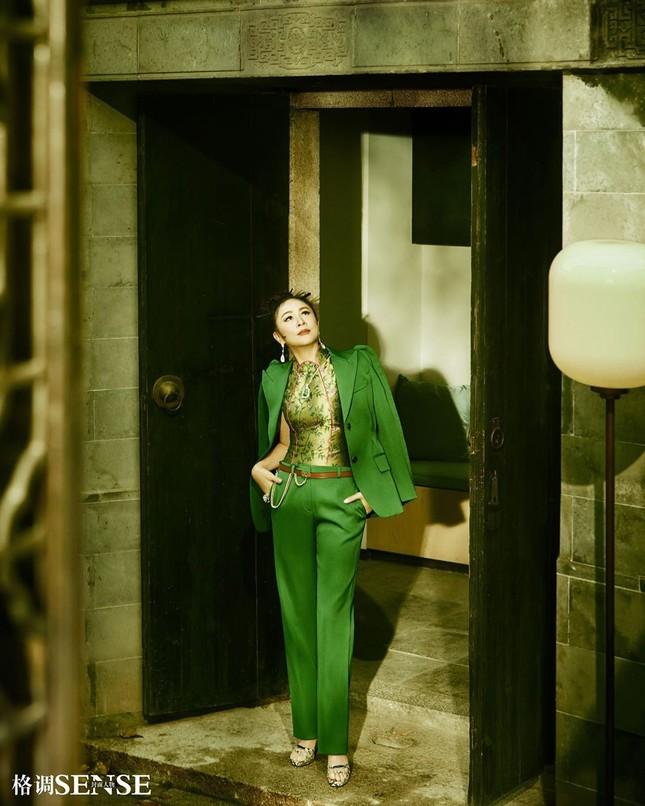 'Nữ hoàng màn ảnh' Lưu Gia Linh U60 vẫn quyến rũ lạ kỳ ảnh 4