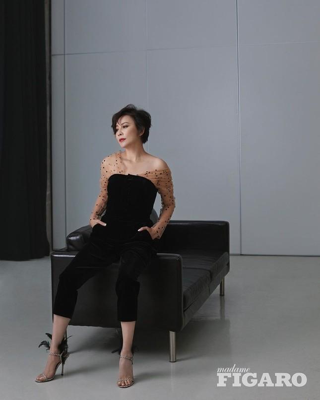 'Nữ hoàng màn ảnh' Lưu Gia Linh U60 vẫn quyến rũ lạ kỳ ảnh 13