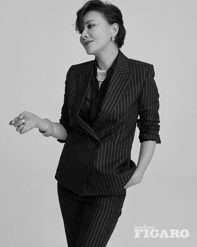 'Nữ hoàng màn ảnh' Lưu Gia Linh U60 vẫn quyến rũ lạ kỳ ảnh 12